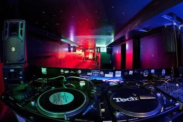 Köln PR & Marketing Event Bar/Nachtclub/Lounge Unser cooler Clubraum unten - DJ Pult image 0